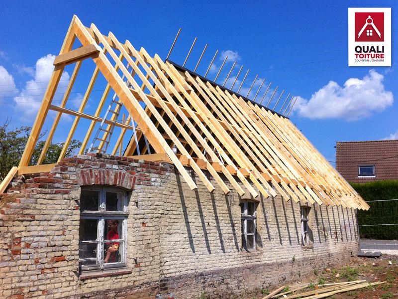 Toiture de maison maison toit pente terrasse couverte for Tuiles pour toiture maison
